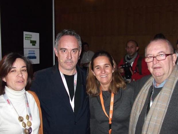 Elena y Lola con Juan Mari Arzak y Ferrán Adrià en Madrid Fusión