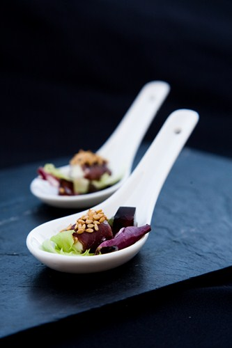 aperitivos cucharitas de cecina con queso de cabra (copy)