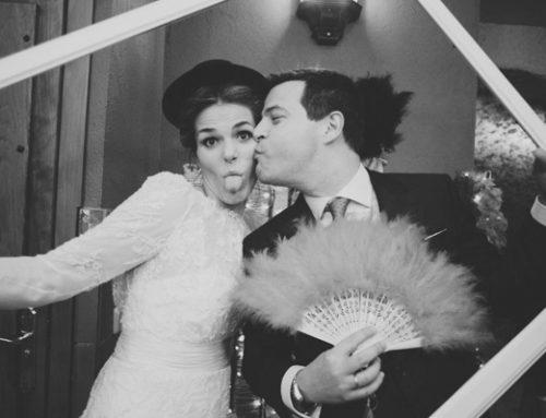 Si buscas ideas para un photocall de boda, aquí las tendrás a montones