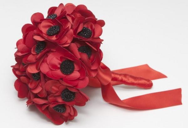 El-Ramo-de-la-novia-alternativas-a-las-flores-naturales-margaritas-rojas