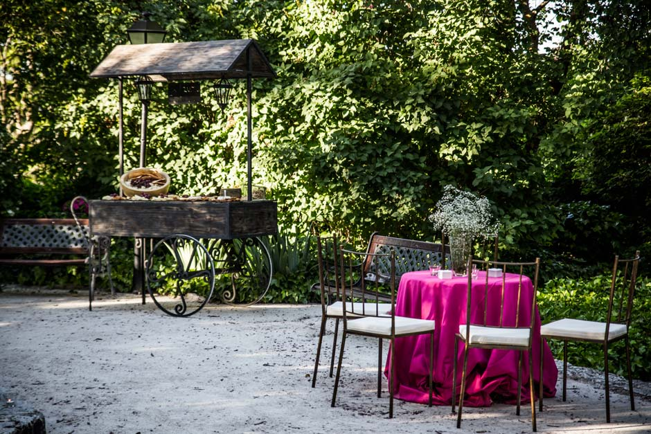 Jardín zona cocktail Monasterio de Lupiana