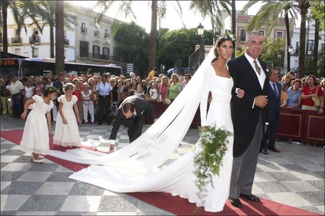 Ines Domeq vestida de Manuel Mot